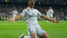 Chicharito celebra el gol que metió al Madrid en semifinales. (Getty)
