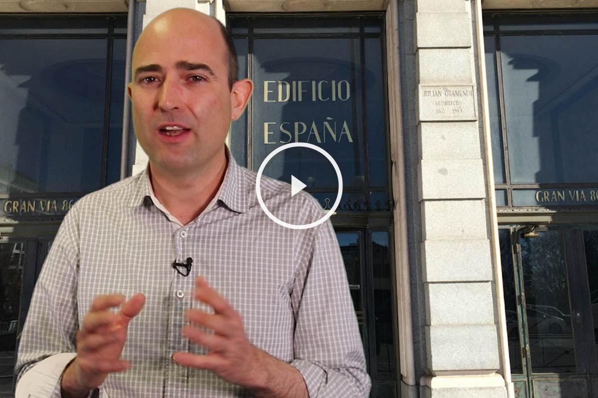 Chinchetru explica el juego del gato y el ratón con el Edificio España (Foto: OKDIARIO).