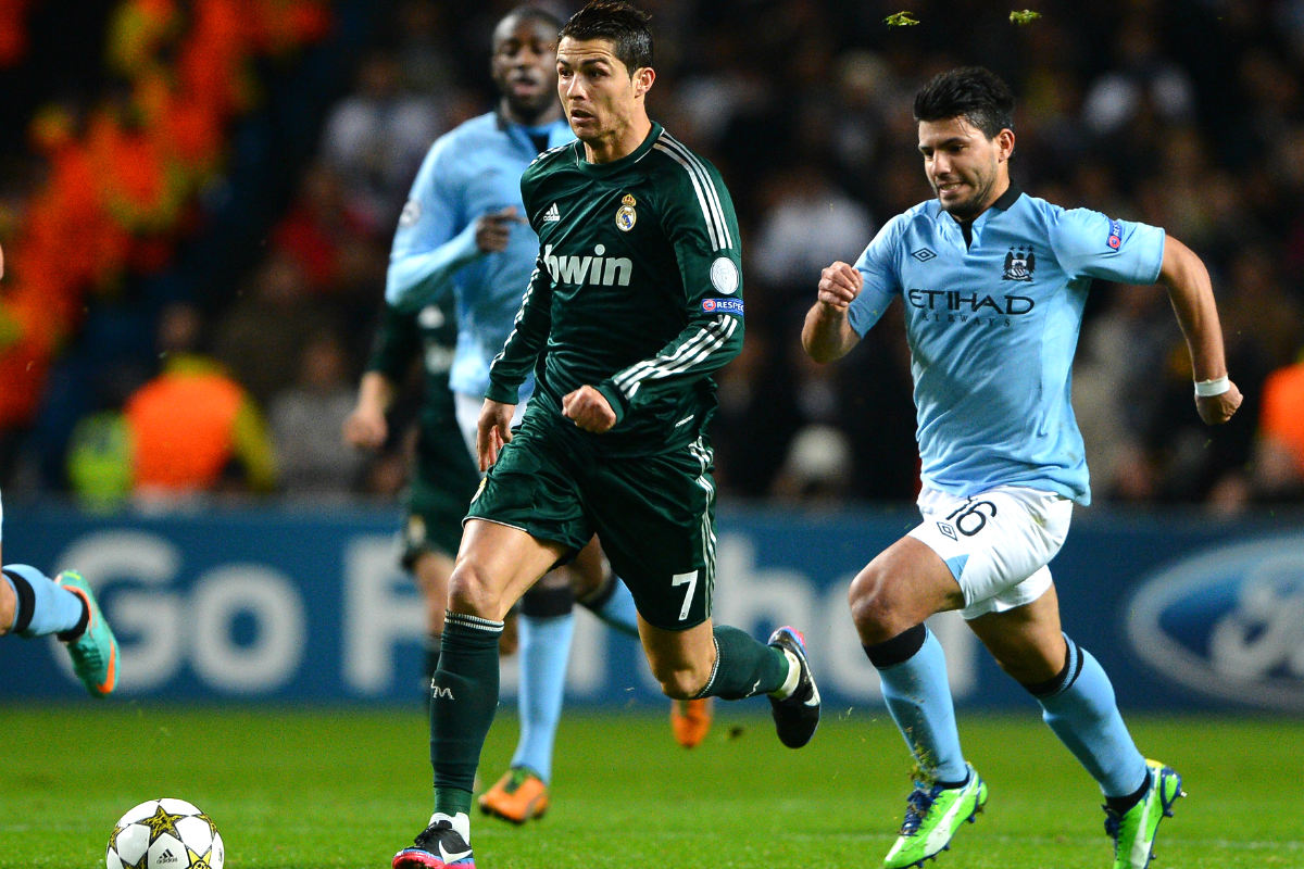 Cristiano y Aguero durante el Manchester City-Real Madrid en 2012. (AFP)