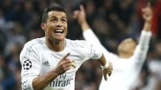 Cristiano celebra uno de sus tres goles al Wolfsburgo. (Reuters)