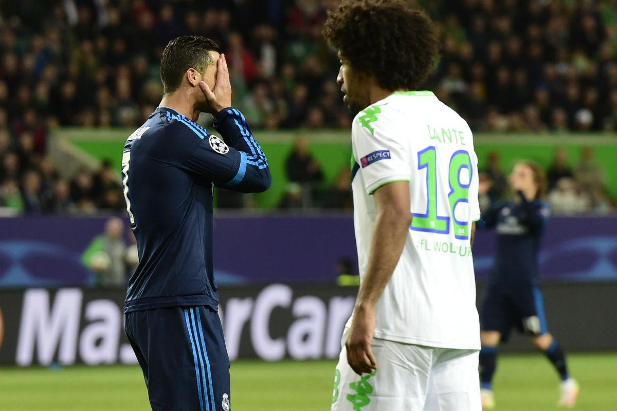 Cristiano Ronaldo se lamenta de una ocasión fallada. (AFP)