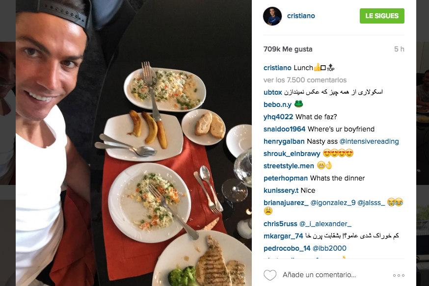 Cristiano Ronaldo, durante su comida de este viernes. (Instagram)