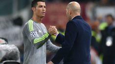 Cristiano y Zidane se saludan en un partido de Champions. (AFP))