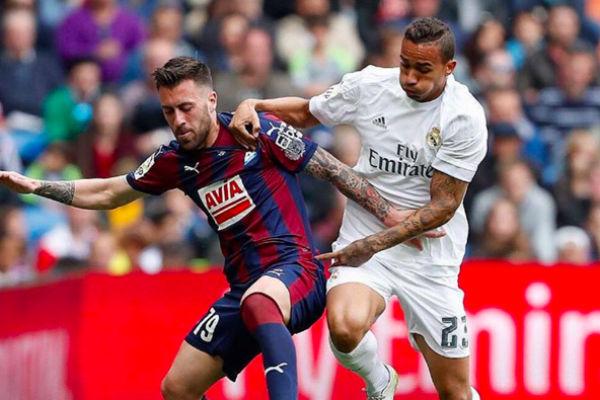 Danilo fue pitado por el Bernabéu ante el Eibar. (Instagram)