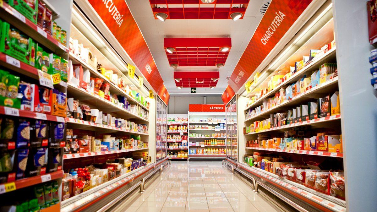 Pasillo de un supermercado DIA