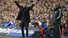 Simeone protesta al árbitro en Stamford Bridge. (AFP)