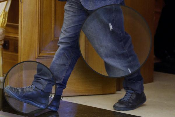 Detalles de la vestimenta de Xavier Domènech en su audiencia con Felipe VI. (Foto:EFE)