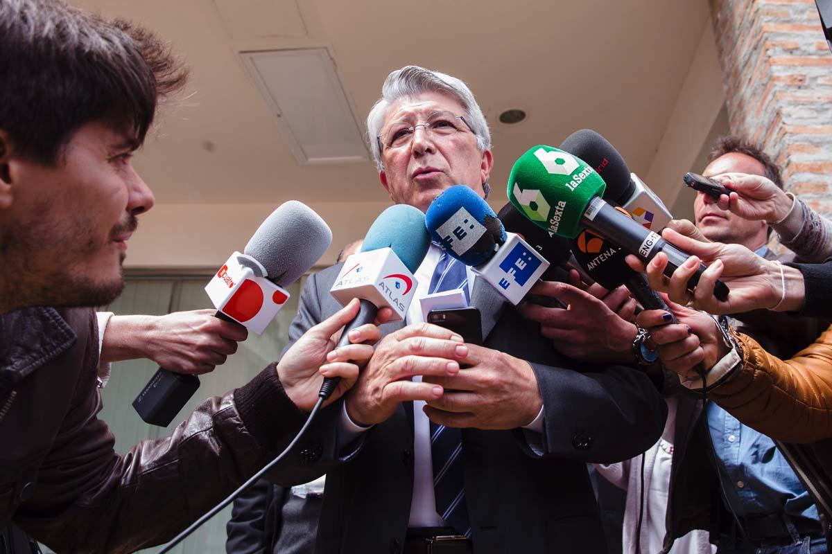 Enrique Cerezo a su salida de los juzgados de Estepona. (Foto: EFE)