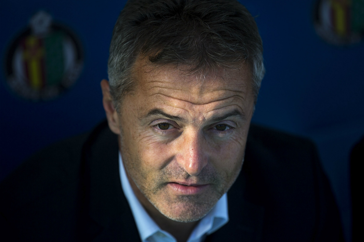 Fran Escribá, en uno de sus últimos partidos como técnico del Getafe. (Getty)