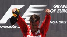 Fernando Alonso celebra su victoria en Valencia 2012 con Ferrari. (Getty)