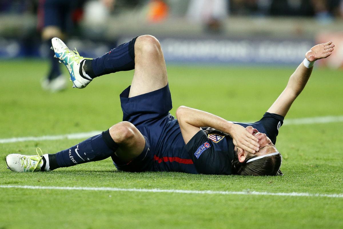 Filipe Luis fue agredido por Luis Suárez. (AFP)