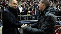 Guardiola y Simeone se saludan en un partido de Liga. (Getty)