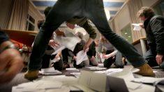 Escrutinio del referéndum holandés. (Foto: AFP)