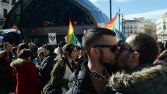 Una manifestación en la madrileña Puerta del Sol contra la homofobia. (Foto: GETTY)