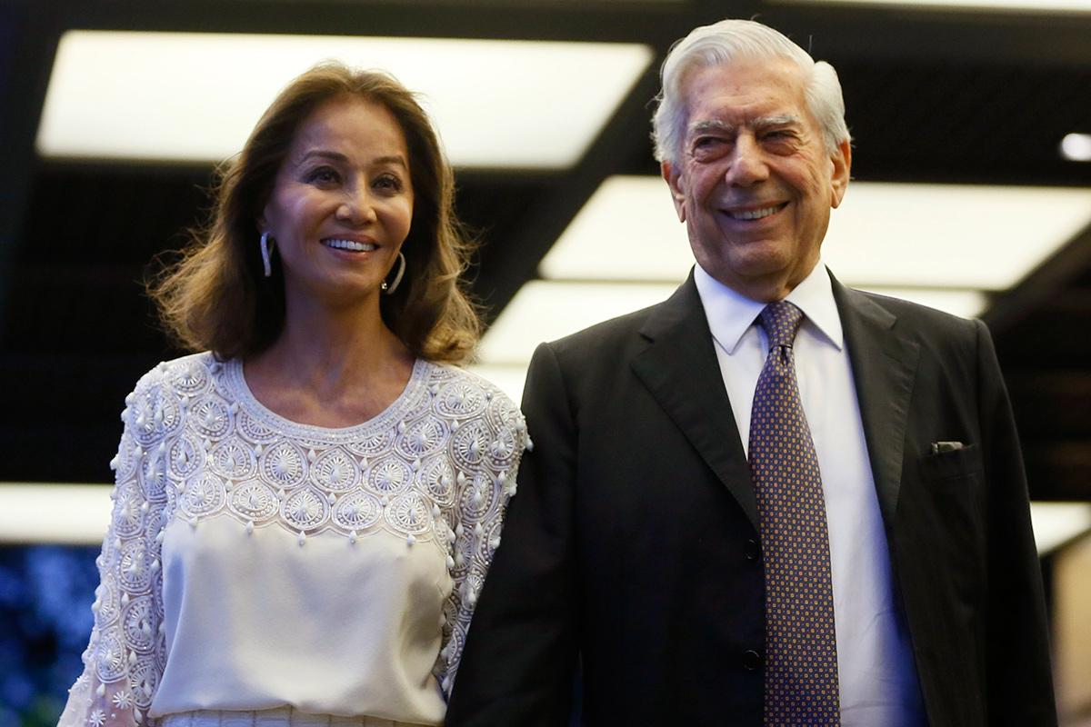 Isabel Preysler con su nueva pareja, el escritor Mario Vargas Llosa (Foto: EFE)