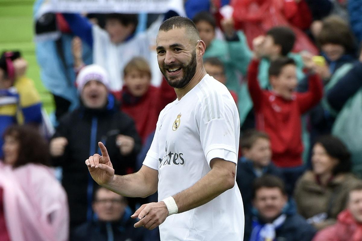 Karim Benzema celebra un gol en el Coliseum. (AFP)