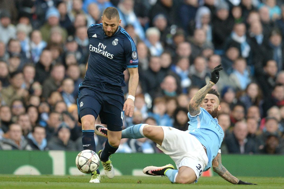 Benzema cae lesionado por la entrada de Otamendi. (AFP)