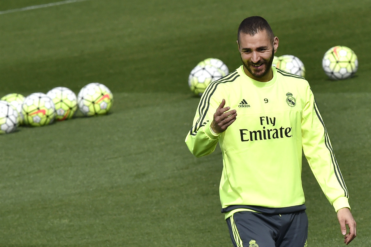 Benzema, en un entrenamiento con el Real Madrid. (AFP)