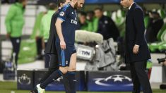 Benzema se retira lesionado en presencia de Zidane. (Reuters)