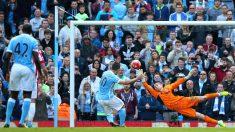Agüero marca de penalti el segundo del City ante el Stoke. (Getty)