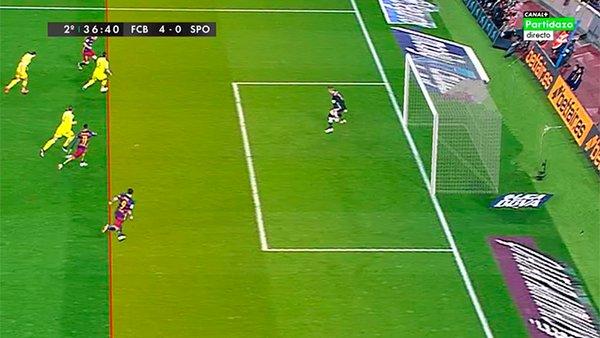 Suárez remata en fuera de juego.