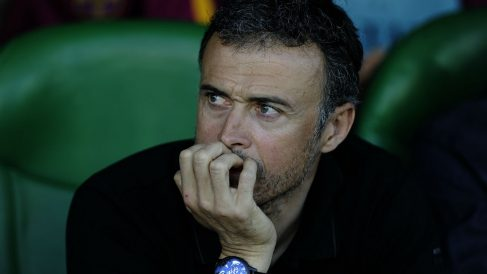Luis Enrique, en el banquillo del Benito Villamarín. (AFP)