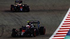 Los dos McLaren-Honda rodando en Bahrein (Getty)