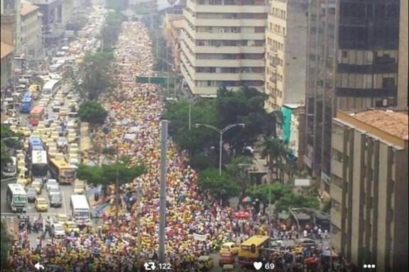Las calles de Medellin llenas de 80.000 uribistas. (OKD)