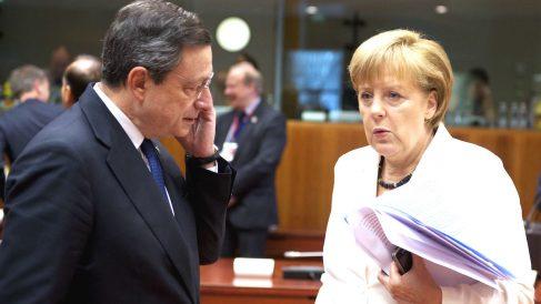 Mario Draghi y Angela Merkel.