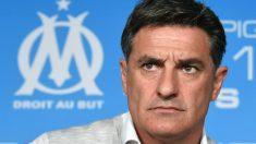 Míchel, con rostro serio, durante una rueda de prensa. (AFP)