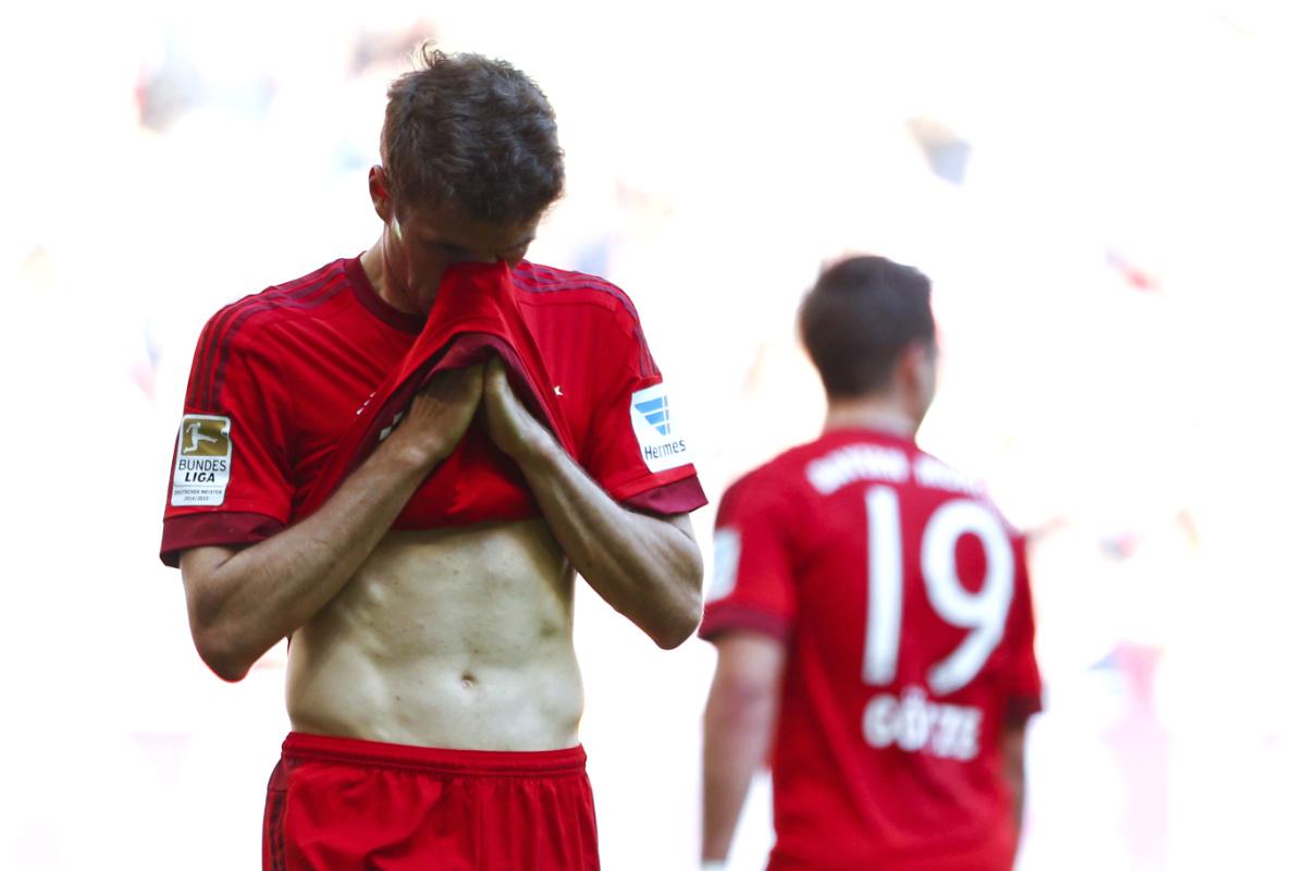 Müller se lamenta de una ocasión fallada durante el partido. (Reuters)