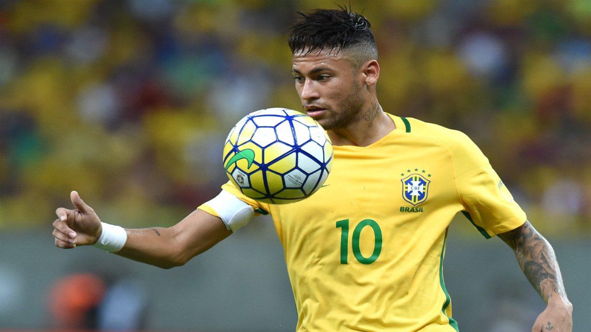 Neymar durante un partido con Brasil. (AFP)