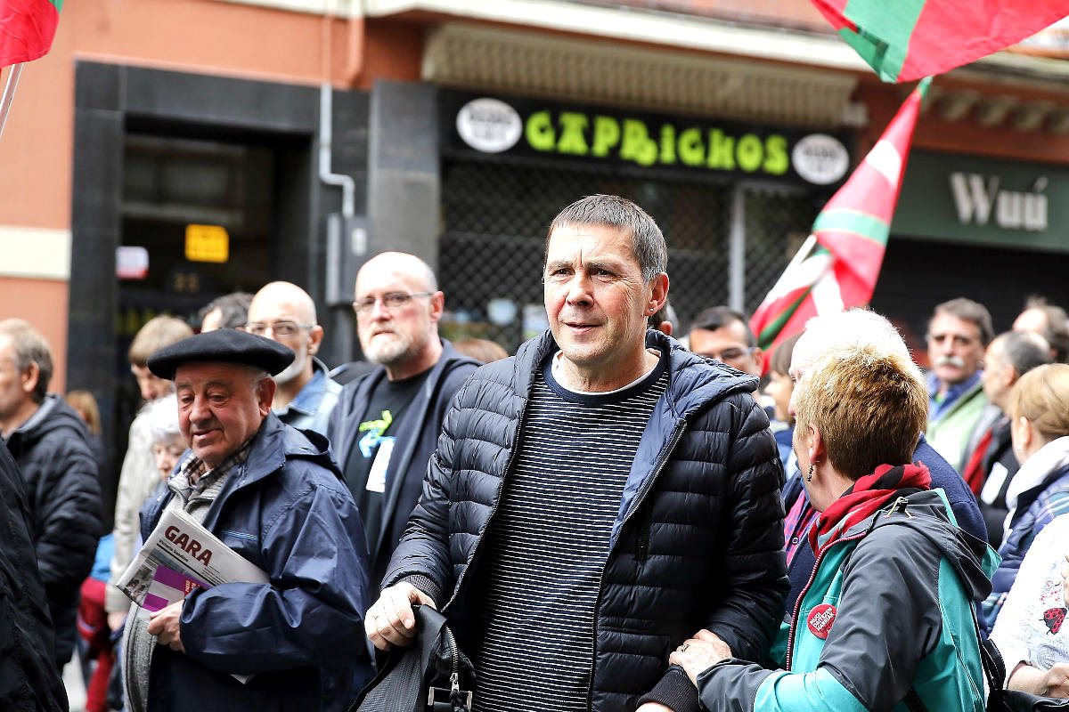 Otegi en la marcha convocada por ex presos de ETA (Foto: Efe).