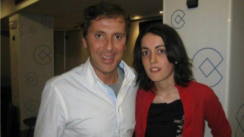 El periodista deportivo Paco González con la acusada de intentar asesinar a su mujer.