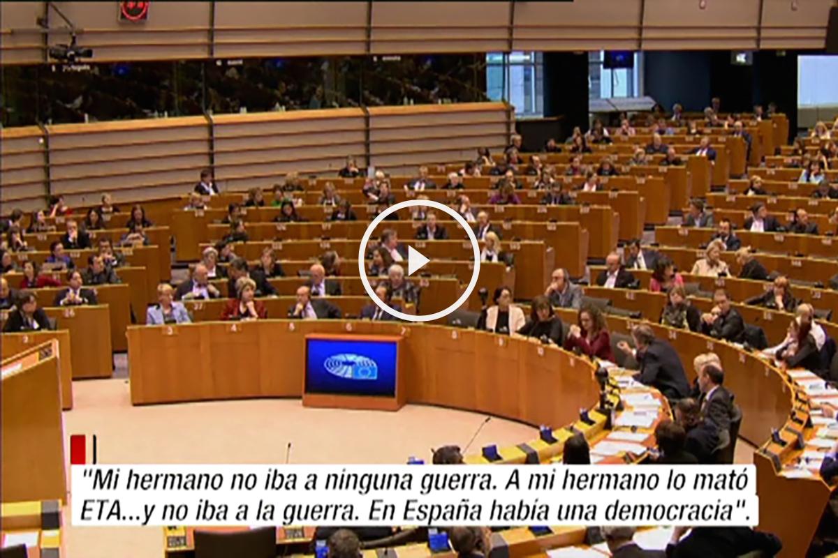 """Gritos de """"¡asesino!"""" al etarra Otegi en el Parlamento Europeo"""