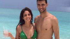 Pastore y su mujer, Chiara, en la playa. (Instagram)
