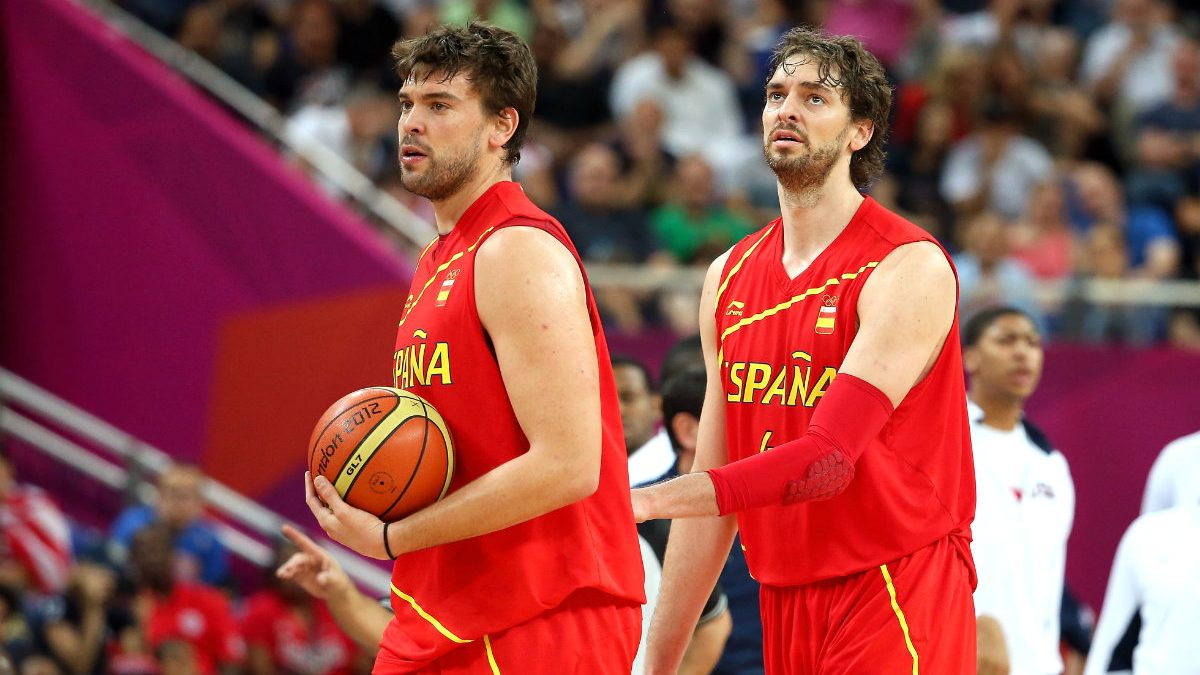 Pau y Marc Gasol, durante la final olímpica de baloncesto en Londres 2012. (Getty)