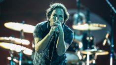 El vocalista de Pearl Jam, Eddie Vedder, durante un concierto. (Foto: AFP)