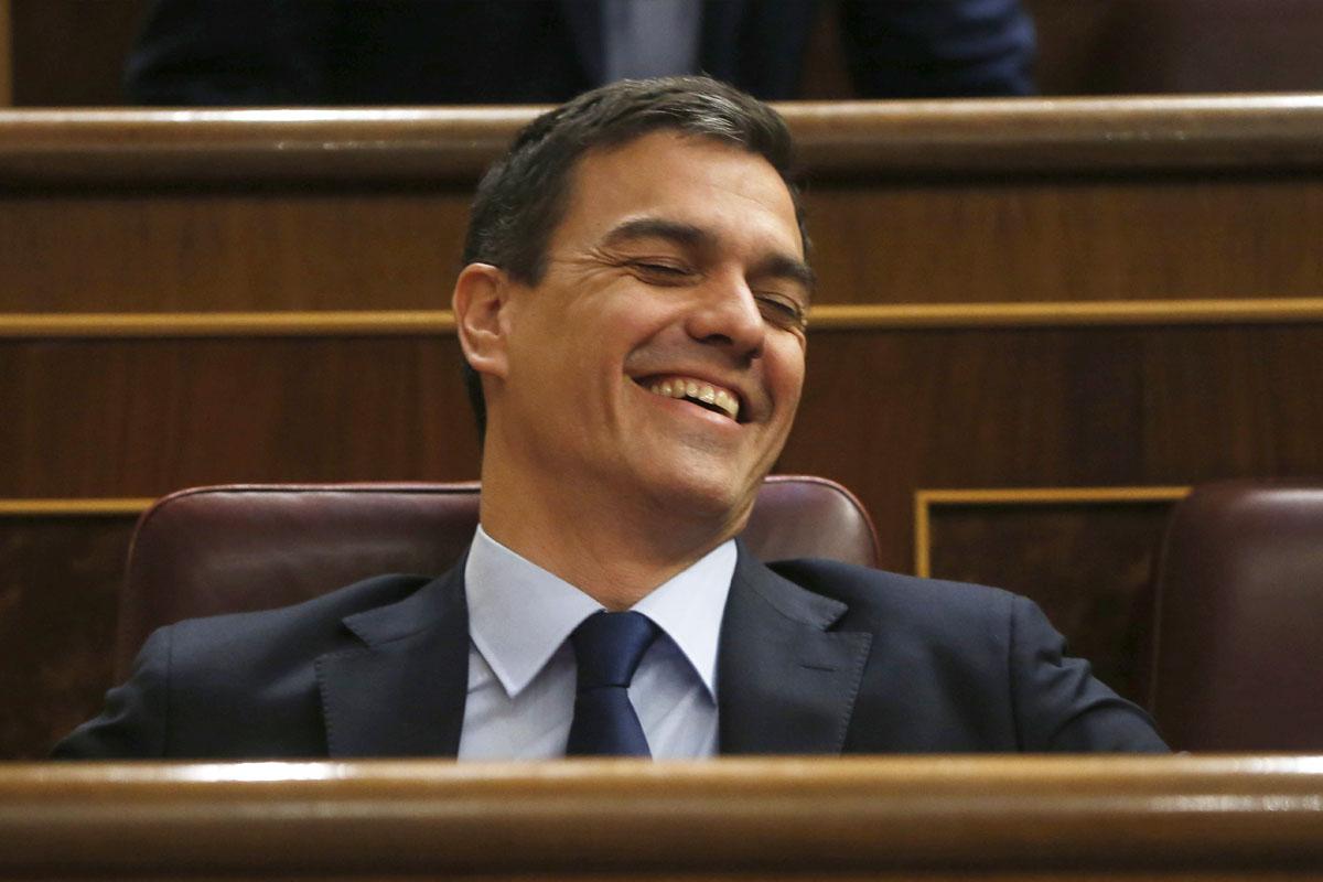 Pedro Sánchez en su escaño. (Foto: AFP)