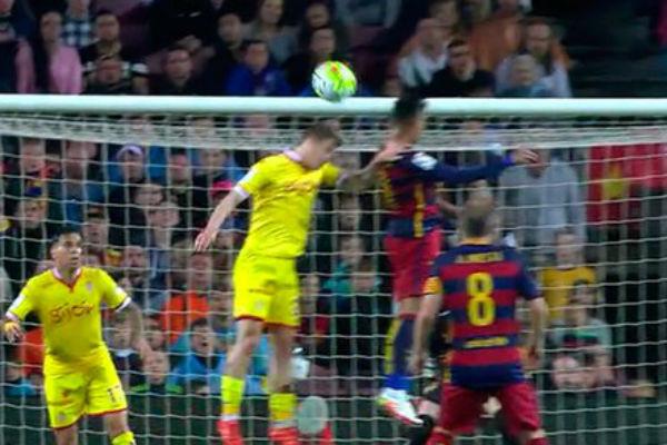 El tercer penalti que señaló Clos a favor del Barça.