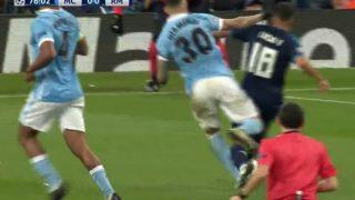 Lucas Vázquez reclamó penalti de Otamendi.