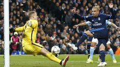 Pepe tuvo la ocasión más clara del Madrid en sus botas. (Reuters)