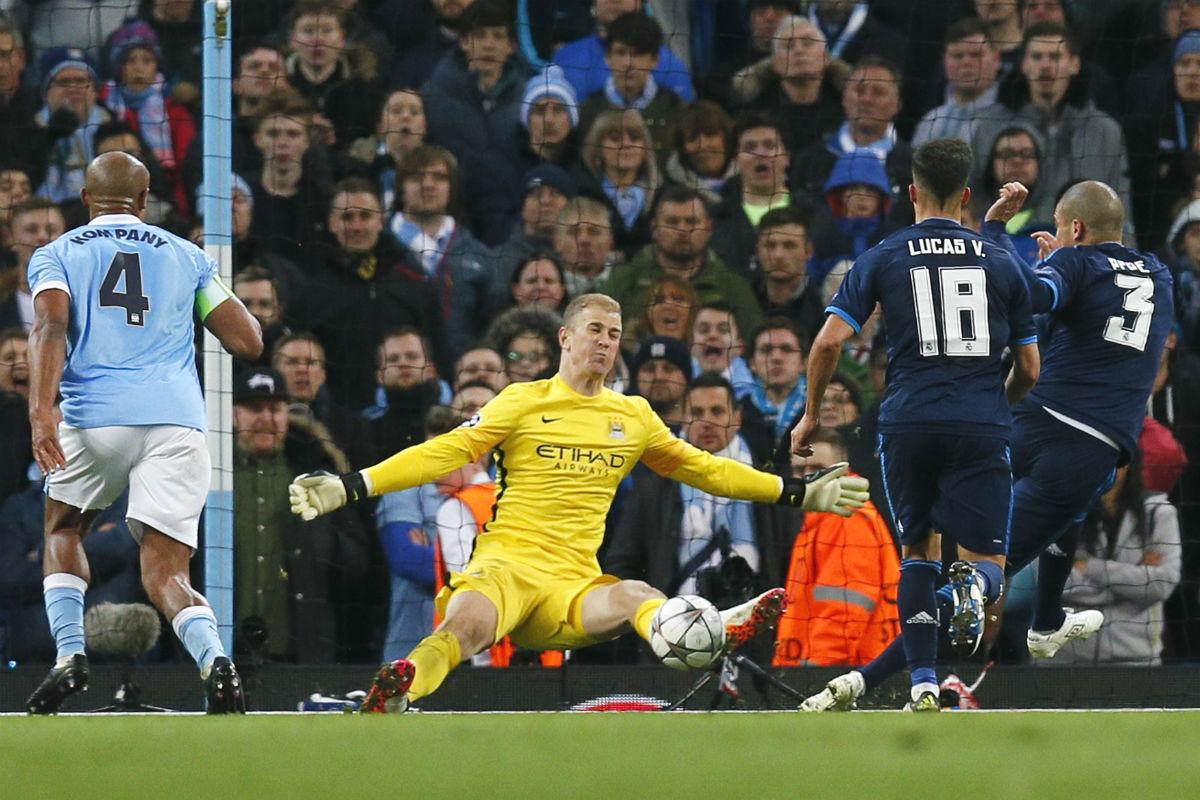 Hart salva un gol cantado de Pepe. (Reuters)