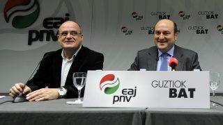 Los dirigentes del PNV Joseba Egibar y Andoni Ortuzar (AFP).