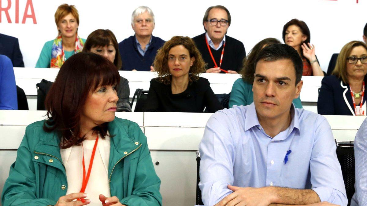 Micaela Navarro y Pedro Sánchez en el Comité Federal del PSOE. (Foto: EFE)