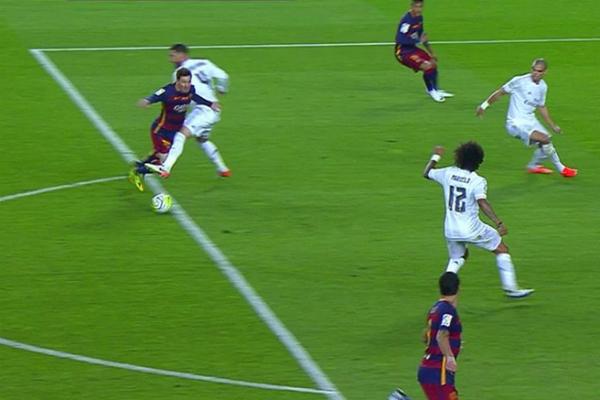 Sergio Ramos, en el momento de la acción contra Messi.