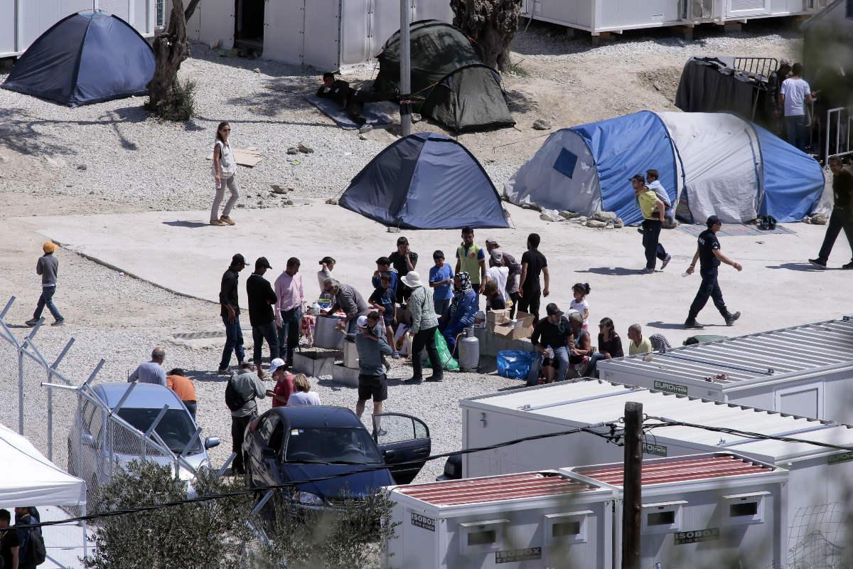 Refugiados que huyen de la barbarie del yihadismoe extremo esperan en un campo de refugiados en Grecia. (Foto: Getty)