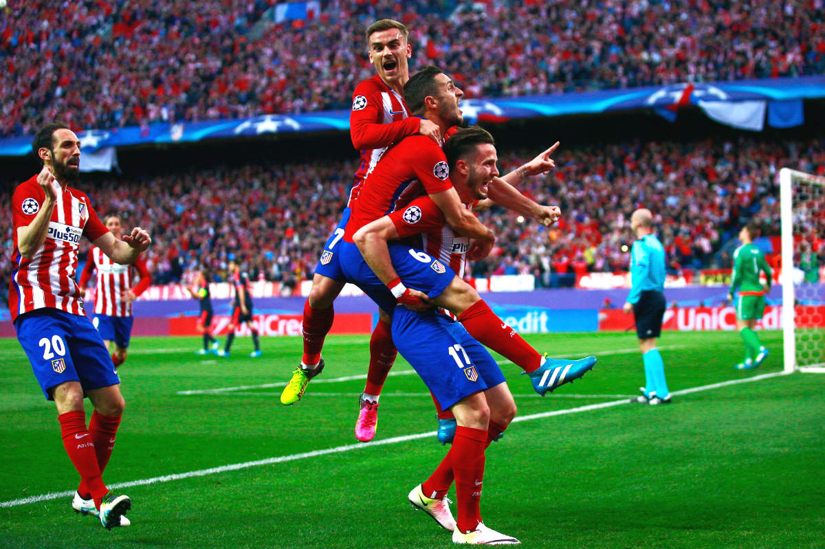 Los jugadores del Atlético celebran el gol de Saúl. (Getty)