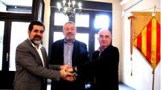 Jordi Sánchez, Toni Infante y Cristòfol Soler en la firma del acuerdo entre entidades independentistas.