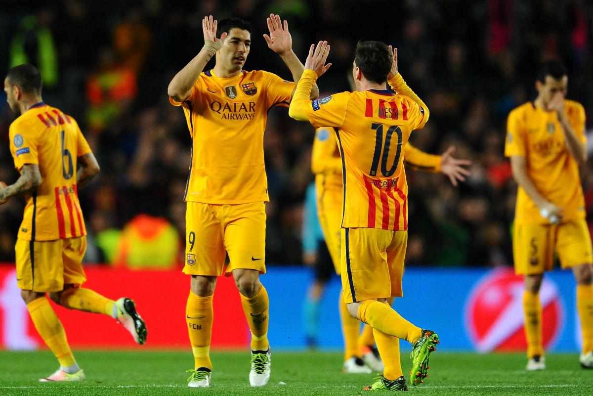 Suárez y Messi celebran el segundo gol del Barcelona. (Getty)